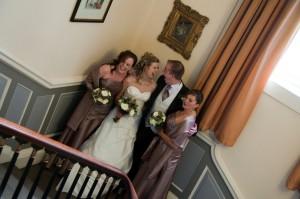 Bruidspaar met bruidsmeisjes