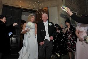 Confetti voor het bruidspaar
