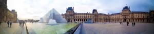 Panoramafoto van het Louvre Museum met de iPad