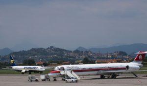 Vliegveld van Bergamo dicht bij de stad