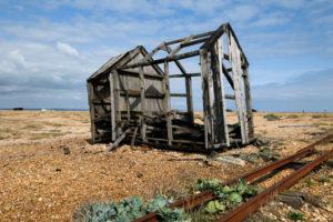 Overblijfselen van een oude schuur bij Dungeness
